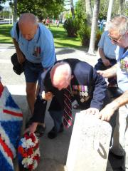 Bill Jackson placing the wreath